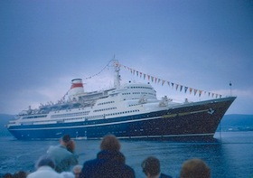 Marco Polo (former Soviet liner of yesterday) is hit by major waves… Passenger dies…