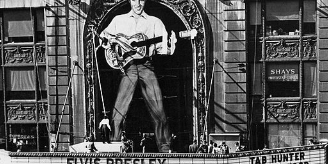 ELIVS PRESLEY at the Paramount…