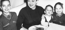 Travel the Past: The Ambassador East – Lunch at the Pump Room with Judy Garland