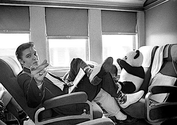 ELVIS PRESLEY takes the train from NEW YORK to MEMPHIS in 1956!